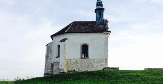 Tatai látnivalók – Kápolna a kálvária dombon